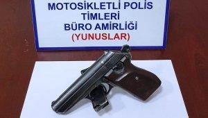 Kütahya'da bir araçta ruhsatsız tabanca ele geçirildi