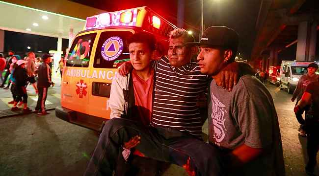 Meksika'da üst geçit çöktü: 20 ölü