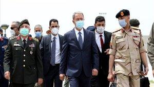 Milli Savunma Bakanı Akar Libya'daki Mehmetçik ile bir araya geldi