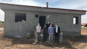Murathanlar Köyü'nde imam evi ve köy mezarlığı duvarı yapımı tamamlanıyor
