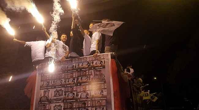 Nazilli Belediyespor, şampiyonluğu şehir turu atarak kutladı