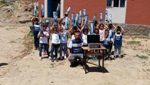 Öğrenciler, harçlıklarıyla hediye alıp akranlarına gönderdi