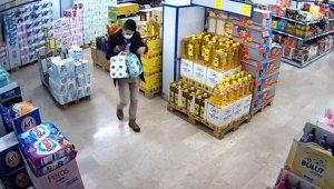 Osmaniye'de iki marketten kaşar peyniri ve zeytinyağı yağı çalan şüpheli güvenlik kamerasınca görüntülendi
