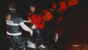 Otomobil baraj gölüne uçtu, 3 kişi boğulmaktan son anda kurtarıldı