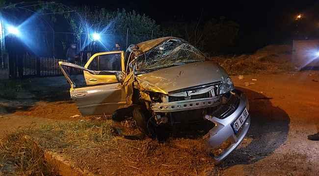 Otomobil, boş yolda önünde seyreden traktöre arkadan çarptı: 3 Yaralı