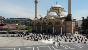 Ramazan ayının son cuması kılındı