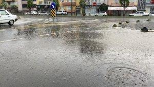 Sağanak yağışa hazırlıksız yakalanalar kaçacak yer aradı