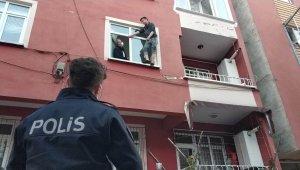 Samsun'da 18 yaşındaki genç pencere kenarında intihara kalkıştı