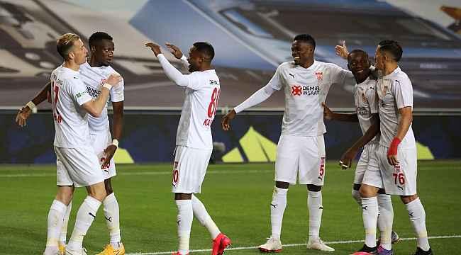 Sivasspor, bu sezon İstanbul'da ilk kez kazandı
