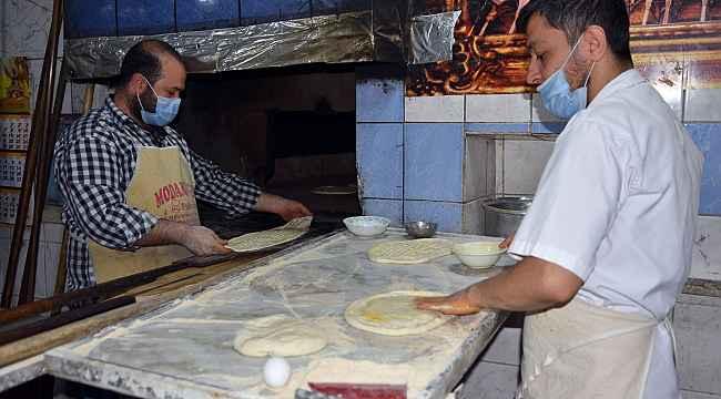 Siverek'te sahurun vazgeçilmezi yağlı ekmeğe rağbet sürüyor
