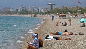 Tam kapanmanın son gününde dünyaca ünlü sahil turistlere kaldı