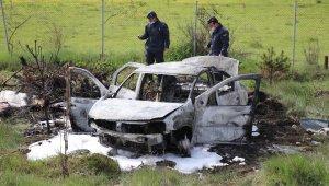 TEM'de kaza yapan araç yanarak küle döndü: 2 yaralı