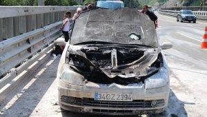 TEM'de seyir halindeyken yanan otomobil kullanılamaz hale geldi