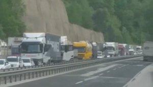 Tır kanala devrildi, Bursa-Ankara karayolu trafiğe kapandı - Bursa Haberleri