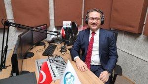 Türkiye Radyo Sokağı'nı can kulağıyla dinliyor