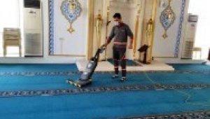 Ümraniye'de camiler ve şehitlik bayrama hazır