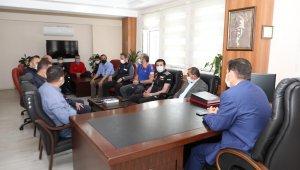 Vali Arslantaş, bulunan Kerim Can'ın ailesinin mutluluğunu paylaştı