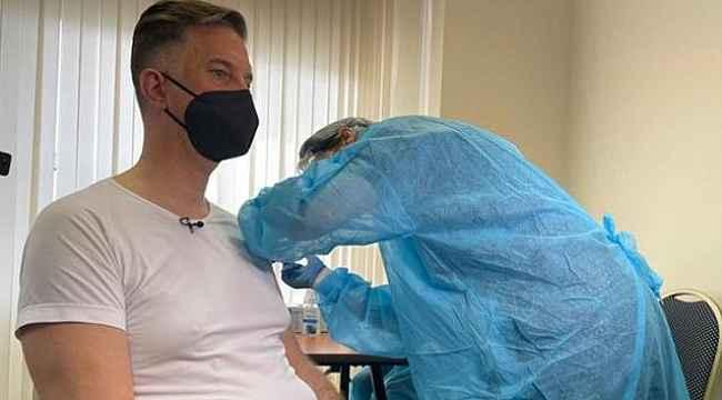 Yanlışlıkla bir yerine beş doz aşı yapılan kişi hastaneye kaldırıldı