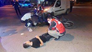 Yola savrulan 2 yaralıya ilk müdahale polis ve UMKE personelince yapıldı