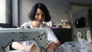 19 yaşındaki genç, kendi tasarımlarını internetten satarak dükkan açtı
