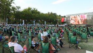 'Sahilde Sinema Var' etkinliği Antalyalıları buluşturdu