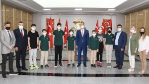 Adıyaman Doğa Koleji'nin yedi öğrencisi dünya birincisi