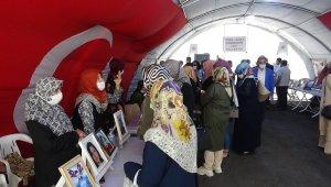 AK Parti Karaman il teşkilatından evlat nöbetindeki ailelere ziyaret