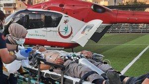 Arının soktuğu adam hava ambulansı ile hastaneye kaldırıldı