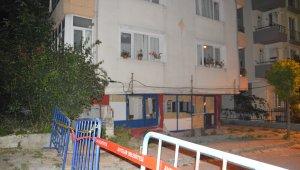 Kolonları çatlayan bina tedbir amacıyla boşaltıldı