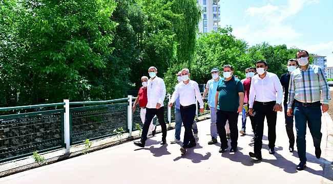 Başkan Çınar, devam eden yeni sosyal yaşam alanını inceledi