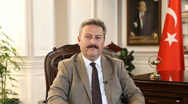 Başkan Palancıoğlu, ERÜ'de üç öğretim üyesini tebrik etti