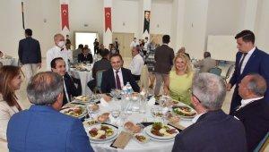 Başkan Şahin, sanayici ve iş insanlarıyla bir araya geldi