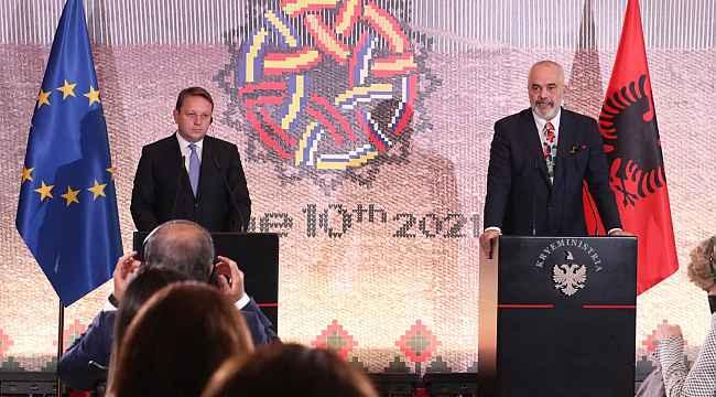 Batı Balkan ülkelerinin liderleri Arnavutluk'ta bir araya geldi