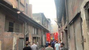 Bayrampaşa'da sanayi sitesinde yangın: 4 yaralı