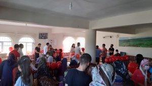 Bir Paket Mutluluk Derneği'nden Dicle'de 100 aileye ayakkabı yardımı