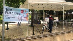 Bisiklet Bakım İstasyonuna gelen çocuklara binlerce kitap dağıtıldı
