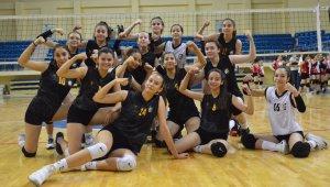 Bozüyük Belediyesi Eğitim ve Spor Kulübü kadın voleybol takımı final gruplarına yükseldi