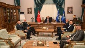 Bursaspor yönetimi Büyükşehir Belediye Başkanı Alinur Aktaş'ı ziyaret etti - Bursa Haberleri