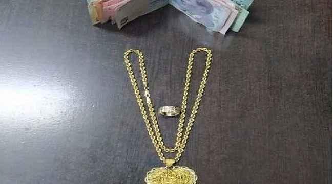 Çaldığı altınlarla kaçamadan yakalandı