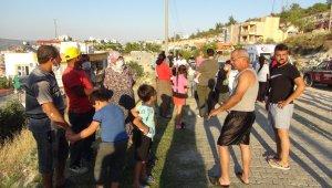 Çalılık yangını mahalleliyi sokağa döktü, alevler evleri teğet geçti