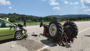 Çanakkale traktör ile otomobil çarpıştı: 4 yaralı