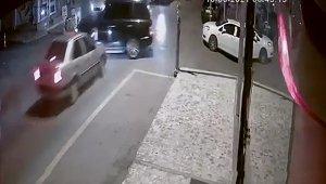 Cip ile otomobilin çarpıştığı kaza kameraya yansıdı