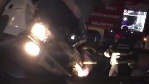 D-100'de kamyon ile kamyonet çarpıştı: 3'ü ağır 5 yaralı