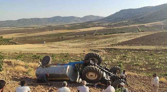 Devrilen traktörün altından burnu bile kanamadan kurtuldu