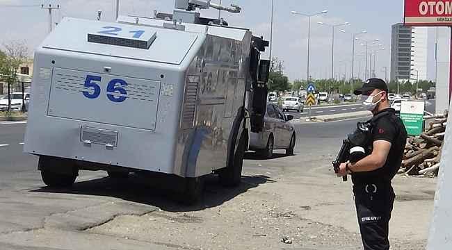 Diyarbakır'da cinayet zanlısı damadın evinin etrafında TOMA'li önlem