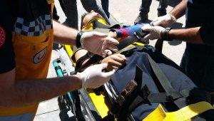 Dönüş yapamaya çalışan ticari araç ile bisiklet çarpıştı: 1 yaralı