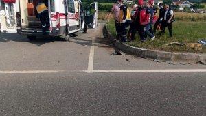 Duble yolda iki otomobil çarpıştı: 1 yaralı