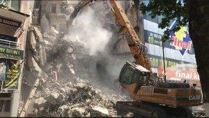 Elazığ depreminde zarar gören bina yıkıldı