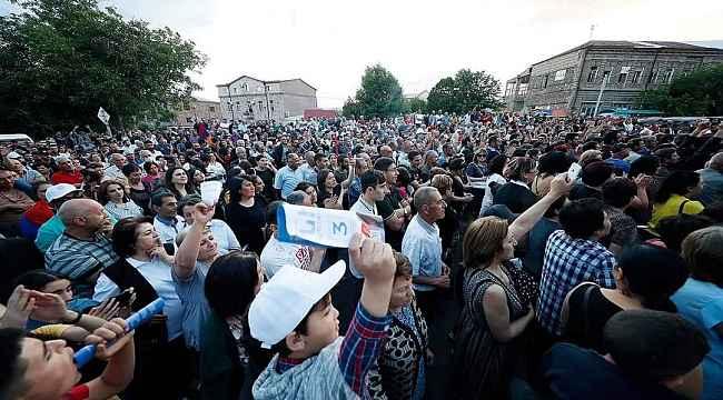 """Paşinyan'dan Azerbaycan'a teklif: """"Ermeni esirlere karşılık oğlumu vereyim"""""""