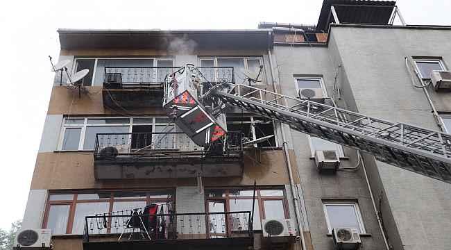 Fatih'te korkutan yangın: Mahsur kalanlar son anda kurtarıldı